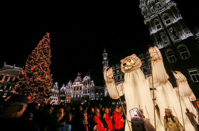 "A show called ""Bear Faces"" takes place at Brussels' Grand Place for the opening of Christmas ""Winter Wonders"" (Plaisirs d'Hiver, Winter Pret) festivities, including a Christmas market and other events in central Brussels, Belgium, November 25, 2016. (Photo by Yves Herman/Reuters)"