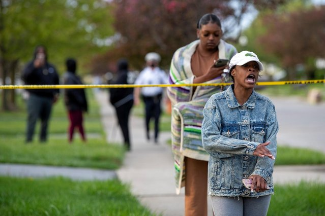 Shanise Washington reacts as investigators work at the scene where 15-year-old Makiyah Bryant was shot and killed by a police officer in Columbus, Ohio, U.S., April 20, 2021. (Photo by Gaelen Morse/Reuters)