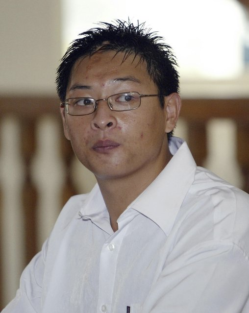 Australian Andrew Chan sits in a Denpasar courtroom on the Indonesian resort island of Bali in this October 13, 2005 file picture. Two convicted Australian drug smugglers, Myuran Sukumaran, 33, and Andrew Chan, 31, were transferred on March 4, 2015, from a Bali prison to an island for execution along with other foreigners, underlining Indonesia's determination to use the death penalty despite international criticism. REUTERS/Bagus Othman/Files