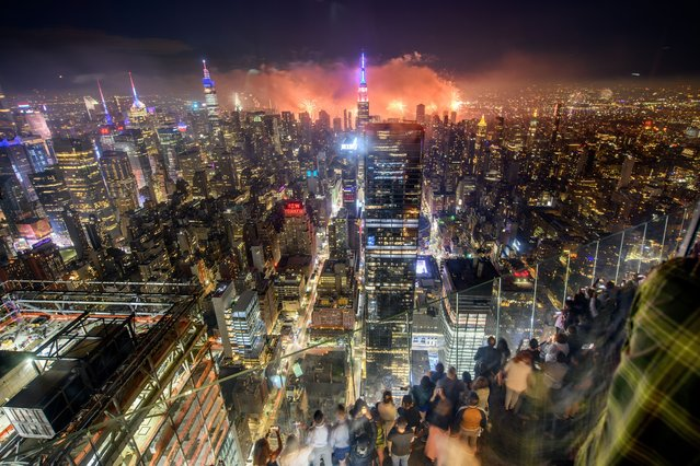 A view of the fireworks during the Edge at Hudson Yard's 4th of July Celebration at Edge at Hudson Yards on July 04, 2021 in New York City. (Photo by Roy Rochlin/Getty Images for Edge at Hudson Yards)