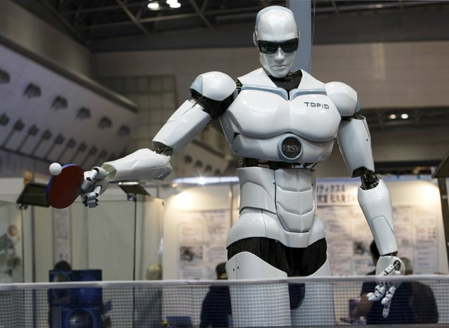 """Pingpong-playing robot """"Topio"""" is displayed during the International Robot Exhibition 2009 in Tokyo in this November 25, 2009 file photo. (Photo by Kim Kyung-Hoon/Reuters)"""