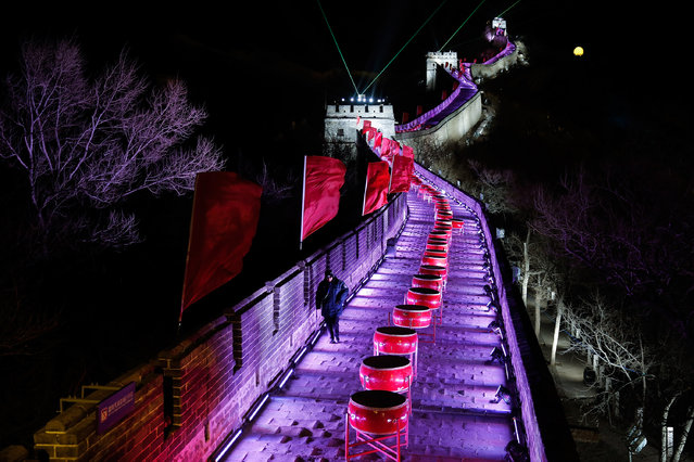 Badaling Great Wall is illuminated during the New Year's Eve count down to 2014 held at the Badaling Great Wall on December 31, 2013 in Beijing, China. (Photo by Lintao Zhang/Getty Images)