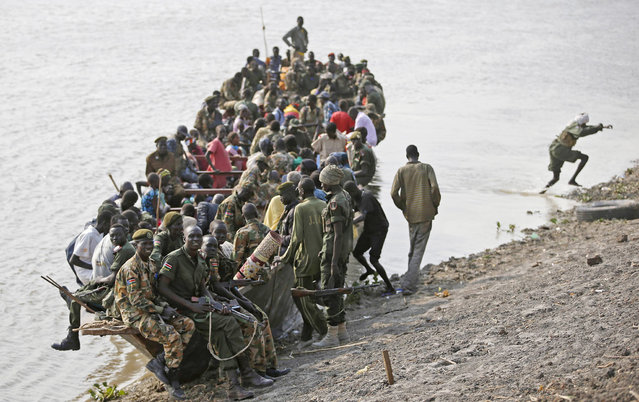 Civilians and rebel fighters aboard a boat on the Sobat river in Ulang, Upper Nile state, South Sudan, on February 7, 2014. (Photo by Goran Tomasevic/Reuters)