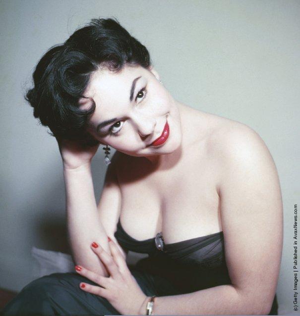 A portrait of model Elisa Loti circa 1950