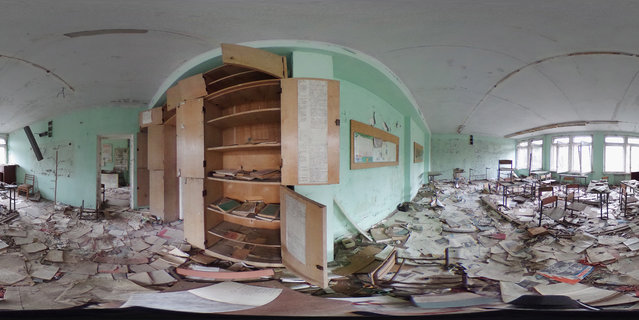 Books lie strewn across the floor in a former classroom in elementary school number three on April 9, 2016 in Pripyat, Ukraine. (Photo by Sean Gallup/Getty Images)