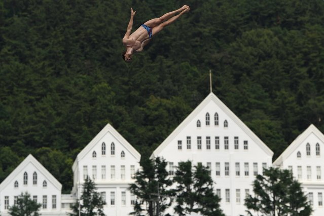 Britain's Gary Hunt competes in a round of the men's high diving event during the 2019 World Championships at Chosun University in Gwangju on July 22, 2019. (Photo by Manan Vatsyayana/AFP Photo)