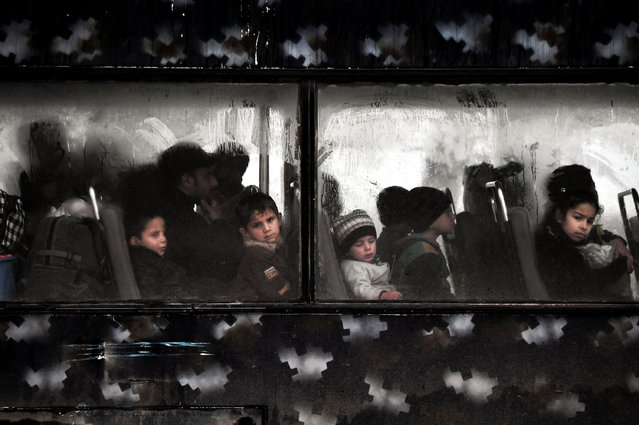 Displaced children evacuate a neighbourhood in West Mosul during the government-led offensive to retake Iraq's second largest city from Islamic State (IS) group jihadists, on March 16, 2017. (Photo by Aris Messinis/AFP Photo)