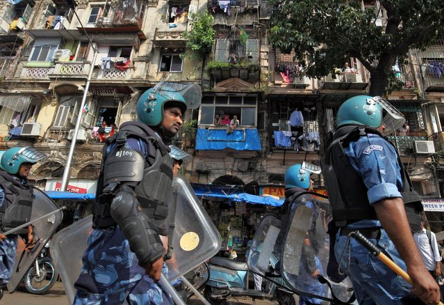 Rapid Action Force (RAF) personnel patrol in a residential area before Supreme Court's verdict on a disputed religious site in Ayodhya, in Mumbai, India November 9, 2019. (Photo by Prashant Waydande/Reuters)