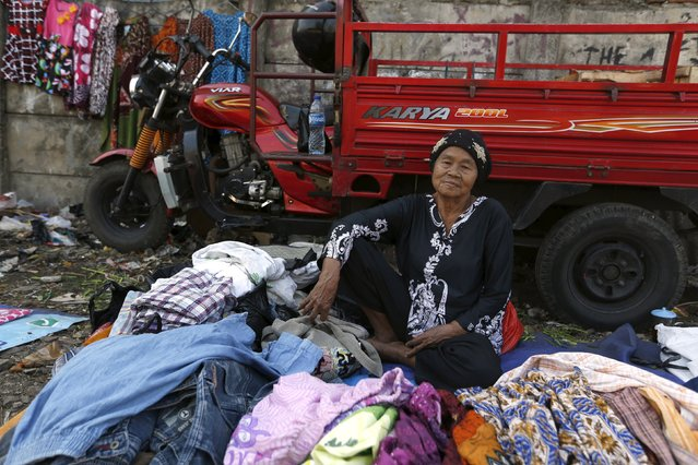 A woman selling clothes waits for customers near Duri train station in Jakarta, Indonesia August 3, 2015. (Photo by Reuters/Beawiharta)