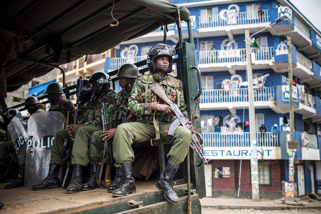 Kenyan police arrive to break up a protest of supporters of the Kenyan opposition presidential candidate in the Mathare slums of Nairobi on August 9, 2017, a day after the presidential election. (Photo by Luis Tato/AFP Photo)