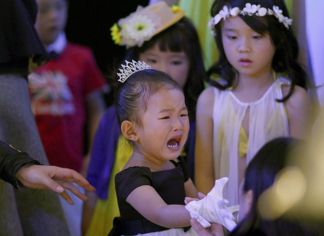 A child cries backstage during a rehearsal for the Dong Wenmei T100 Children's Collection during China Fashion Week in Beijing October 29, 2014. (Photo by Kim Kyung-Hoon/Reuters)