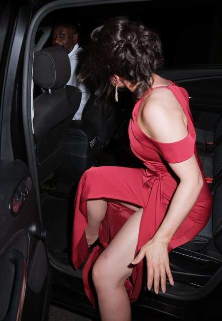 Susanna Reid struggled with her dress leaving the TV Choice Awards at The Dorchester in London, United Kingdom on September 5, 2016. (Photo by Nikos Vinieratos/Blitz Pictures)