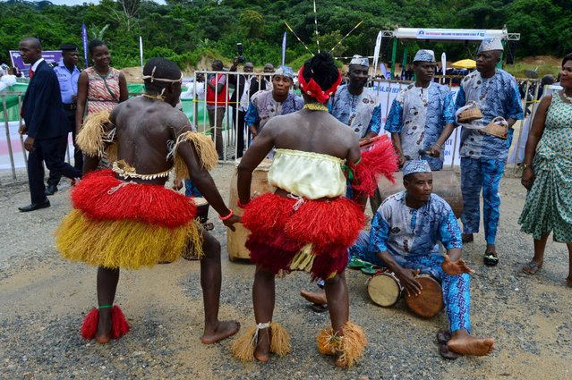Members of a cultural troupe pose dance during the groundbreaking ceremony for the construction of a new superhighway in Cross river state, Nigeria, October 20, 2015. (Photo by Reuters/Stringer)