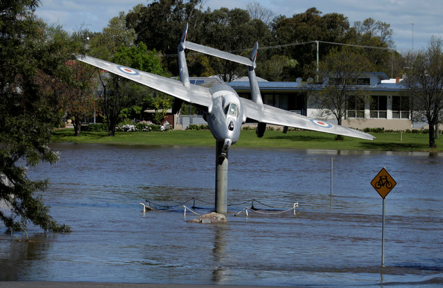 An Australian Air Force memorial lies submerged in the overflowing Lachlan River after heavy rain created a natural disaster zone being declared in the midwestern New South Wales town of Forbes, Australia, September 27, 2016. (Photo by Jason Reed/Reuters)