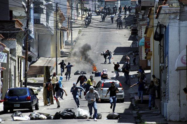 Demonstrators clash with riot police during a rally to demand a referendum to remove Venezuela's President Nicolas Maduro in San Cristobal, Venezuela October 24, 2016. (Photo by Carlos Eduardo Ramirez/Reuters)
