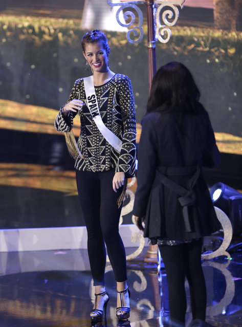 Miss Universe contestant Desire Cordero Ferrer, left, of Spain, chats with Jevon King of Trinidad and Tobago, during a break in rehearsals, Saturday, January 24, 2015, at Florida International University in Miami. (Photo by Wilfredo Lee/AP Photo)