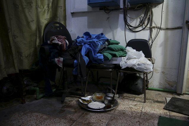 A tray of food left by medics lies on the floor inside a field hospital, after what activists said were air and missile strikes in the Douma neighborhood of Damascus, Syria December 13, 2015. (Photo by Bassam Khabieh/Reuters)