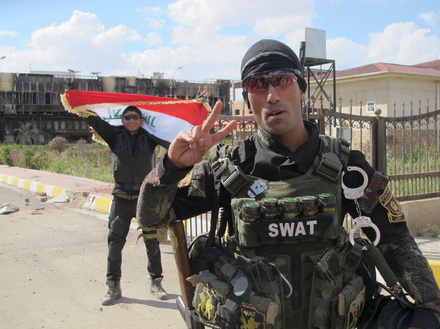 A member of the Iraqi SWAT troopers gestures in Tikrit March 31, 2015. (Photo by Reuters/Stringer)