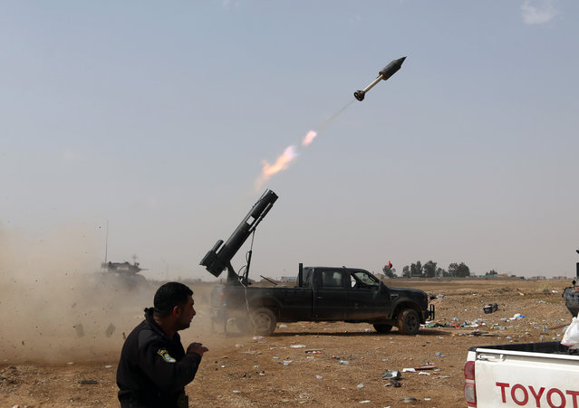 Iraqi security forces launch a rocket against Islamic State extremist positions during clashes in Tikrit, 130 kilometers (80 miles) north of Baghdad, Iraq, Monday, March 30, 2015. (Photo by Khalid Mohammed/AP Photo)