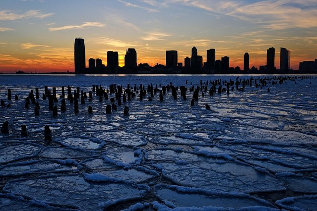 Ice floes fill the Hudson River as the New Jersey waterfront is seen during sunset, on January 9, 2014. The recent cold spell, caused by a polar vortex descending from the Arctic, caused the floes to form in the Hudson. (Photo by Afton Almaraz/Getty Images)