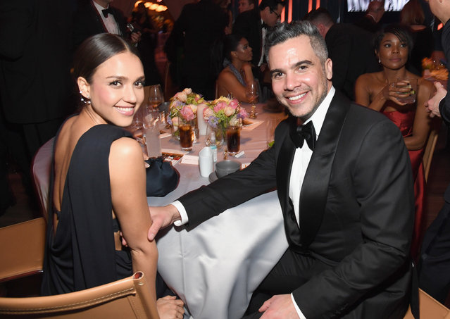 Jessica Alba (L) and Cash Warren attend the 2019 Vanity Fair Oscar Party hosted by Radhika Jones at Wallis Annenberg Center for the Performing Arts on February 24, 2019 in Beverly Hills, California. (Photo by Kevin Mazur/VF19/WireImage)