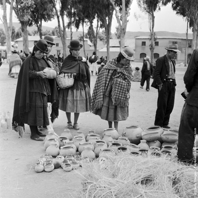 Women shopping for pottery in the marketplace of Puno in the Peruvian Andes, 1955