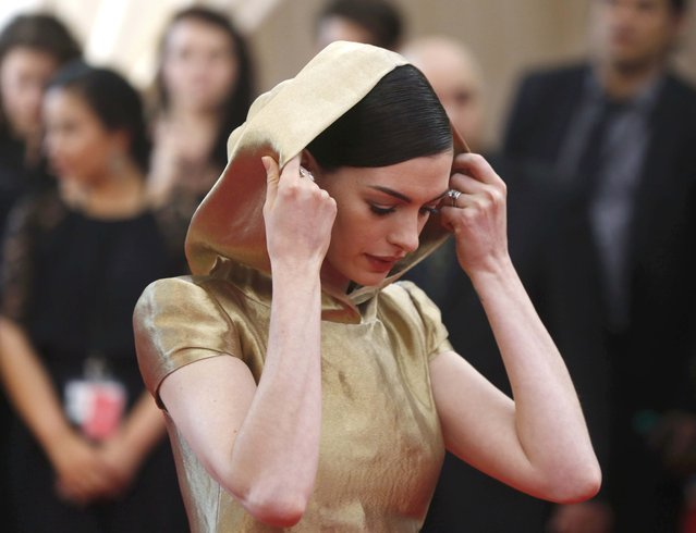 """Actress Anne Hathaway arrives at the Metropolitan Museum of Art Costume Institute Gala 2015 celebrating the opening of """"China: Through the Looking Glass"""" in Manhattan, New York May 4, 2015. (Photo by Lucas Jackson/Reuters)"""