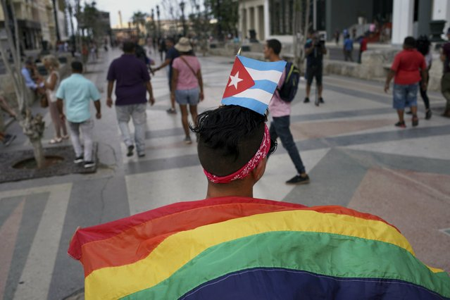 Gay rights activists take part in an unauthorized march in Havana, Cuba, Saturday, May 11, 2019.  The march was organized largely using Cuba's new mobile internet, with gay-rights activists and groups of friends calling for a march over Facebook and WhatsApp after the government-run gay rights organization cancelled a Saturday march. (Photo by Ramon Espinosa/AP Photo)
