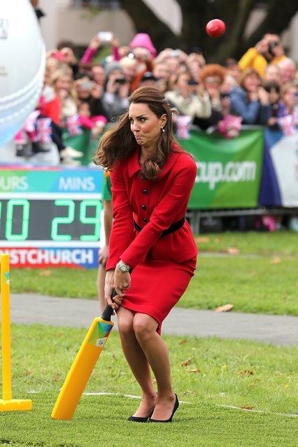 Catherine, the Duchess of Cambridge, plays a game of cricket during a visit to Latimer Square in Christchurch on April 14, 2014. Prince William, his wife Kate and their son Prince George are on a three-week tour of New Zealand and Australia. (Photo by Martin Hunter/AFP Photo)