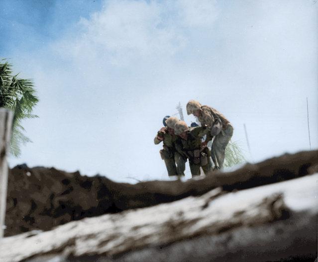 Marines rescue a wounded buddy, Tarawa, November 1943. (Photo by Jared Enos/Mediadrumworld.com)