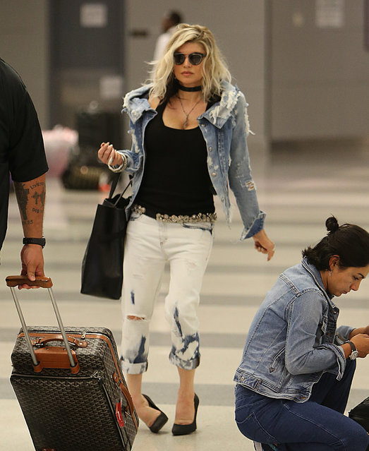 Black Eyed Peas Fergie Duhamel touches down at JFK airport and almost twists her ankle in heels while walking through the terminal in New York City on September 7, 2017. (Photo by RTimages/Splash News and Pictures)