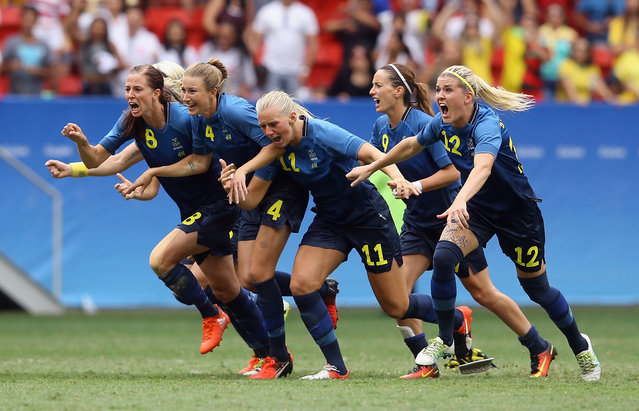 Team Sweden celebrates their 1-1 (4-3 PSO) win over team United States during the Women's Football Quarterfinal match at Mane Garrincha Stadium on Day 7 of the Rio 2016 Olympic Games on August 12, 2016 in Brasilia, Brazil. (Photo by Celso Junior/Getty Images)