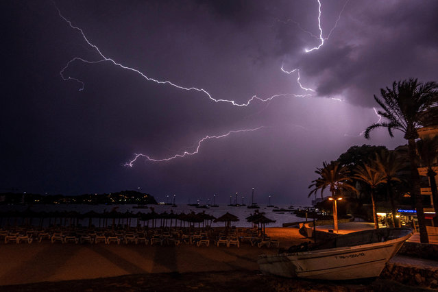 Lightning strike in the sky over the beach of Santa Ponsa, in Mallorca, Spain, 14 September 2019. The State Meteorological Agency (Aemet) forecasted for the day heavy and persistent rainfall and storms in the center, south and east of Spain. (Photo by Cati Cladera/EPA/EFE)