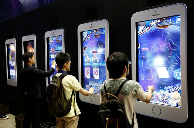 People play video games on mobile phone-shaped screens at Tokyo Game Show 2016 in Chiba, east of Tokyo, Japan, September 15, 2016. (Photo by Kim Kyung-Hoon/Reuters)