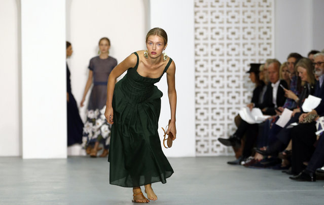 A model loses her shoe as wears a creation by designer Jasper Conran during his Spring/Summer 2017 runway show at London Fashion Week in London, Saturday, September 17, 2016. (Photo by Alastair Grant/AP Photo)