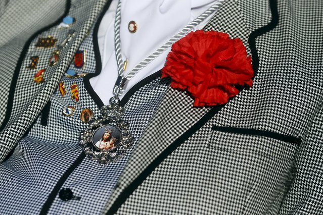 "A man dressed in traditional Madrid attire as ""chulapo"" wears the image of the Virgin of Almudena around his neck during an open-air mass to celebrate Madrid's patron saint La Almudena Virgin in Madrid, Spain, November 9, 2015. (Photo by Susana Vera/Reuters)"