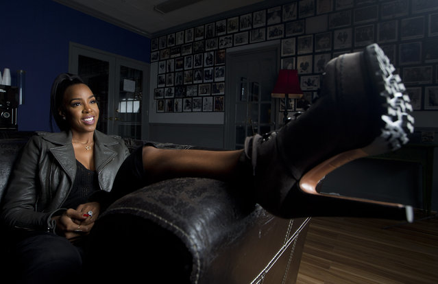 "In this December 3, 2015 photo, recording artist Kelly Rowland, formerly of Destiny's Child, poses for a portrait in Atlanta. Rowland is recording a solo album and filming a documentary series called ""Chasing Destiny"", which premieres on BET in April. (Photo by John Bazemore/AP Photo)"