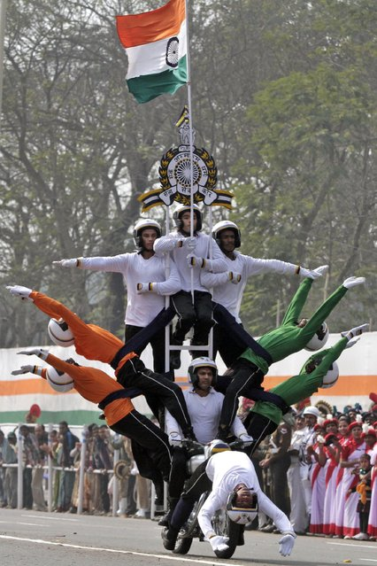 Indian Army daredevils group perform an acrobatic show during the full dress rehearsal for Republic Day rehearsals in Kolkata, India, Saturday, January 24, 2015. (Photo by Bikas Das/AP Photo)