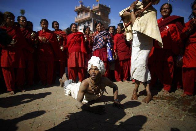 A devotee offers prayers by rolling on the street during the Swasthani Bratakatha festival at Panauti near Kathmandu January 24, 2015. (Photo by Navesh Chitrakar/Reuters)