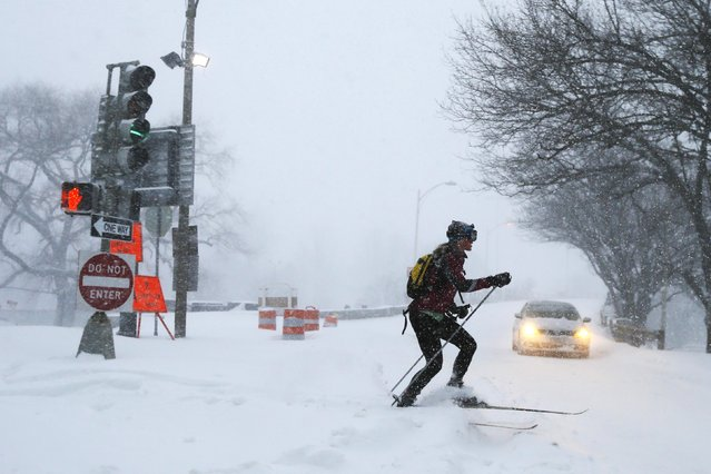 A woman cross country skis on snow covered roads during a winter blizzard in Boston, Massachusetts January 27, 2015. (Photo by Brian Snyder/Reuters)