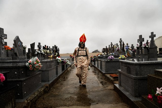 """In this February 2, 2015 picture, a member of the Endiablada brotherhood walks trough the cemetery after paying respect to their deceased fellow believers and relatives during the """"Endiablada"""" traditional festival in Almonacid Del Marquesado, Spain. (Photo by Daniel Ochoa de Olza/AP Photo)"""