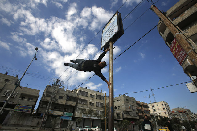 A Palestinian youth demonstrates his parkour skills on a street in Gaza City January 15, 2016. (Photo by Suhaib Salem/Reuters)