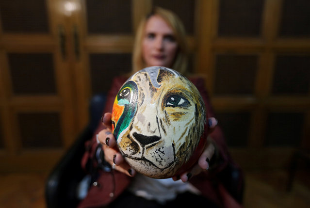 A businesswoman Maha Shalaby paints ostrich eggs in Cairo, Egypt November 27, 2016. (Photo by Mohamed Abd El Ghany/Reuters)