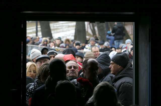 People stand in a line to attend a memorial service before the funeral of Russian leading opposition figure Boris Nemtsov in Moscow, March 3, 2015. Several hundred Russians, many carrying red carnations, queued on Tuesday to pay their respects to Boris Nemtsov, the Kremlin critic whose murder last week showed the hazards of speaking out against Russian President Vladimir Putin. REUTERS/Maxim Shemetov