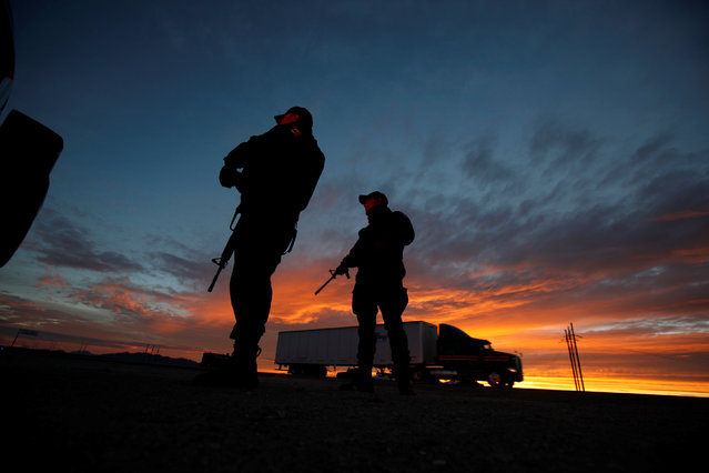 """Federal police officers stand guard near the jail where Mexican drug lord Joaquin """"El Chapo"""" Guzman was imprisoned before being extradited to the United States on Thursday, in Ciudad Juarez, Mexico January 19, 2017. (Photo by Jose Luis Gonzalez/Reuters)"""