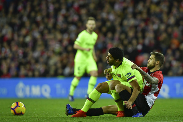 FC Barcelona's Luis Suarez, left, duel for the ball with Athletic Bilbao's Inigo Martinez, during the Spanish La Liga soccer match between Athletic Bilbao and FC Barcelona at San Mames stadium, in Bilbao, northern Spain, Sunday, February 10, 2019. Fc Barcelona tied the match 0-0. (Photo by Alvaro Barrientos/AP Photo)