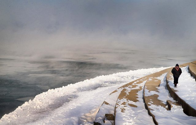 Mist rises from Lake Michigan as temperatures dip well below zero in Chicago. (Photo by Scott Olson/Getty Images)