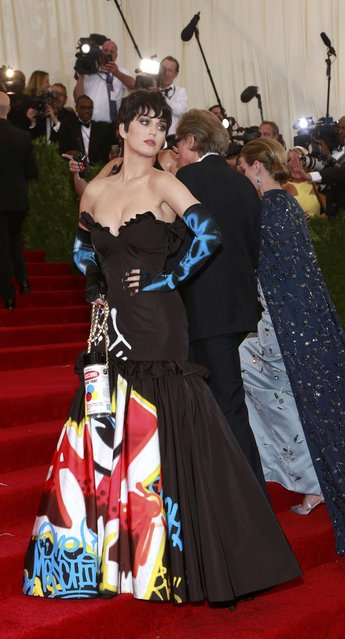 "U.S. singer Katy Perry arrives for the Metropolitan Museum of Art Costume Institute Gala 2015 celebrating the opening of ""China: Through the Looking Glass"" in Manhattan, New York May 4, 2015. (Photo by Andrew Kelly/Reuters)"