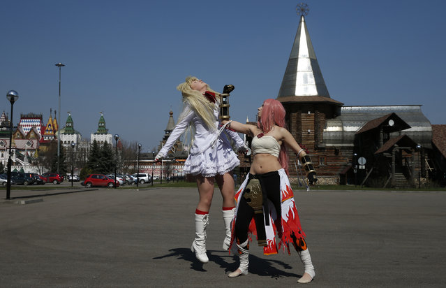 Cosplay enthusiasts practice for Hinode, a festival celebrating Japanese pop culture, in Moscow, April 20, 2014. (Photo by Artur Bainozarov/Reuters)