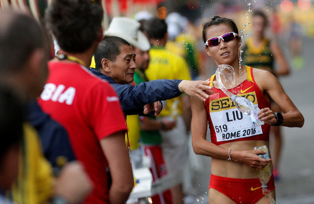 Liu Hong of China gets water on her way to win the women's 20 kilometres race walk at the World Race Walking Team Championships in Rome, Italy, May 7, 2016. (Photo by Max Rossi/Reuters)